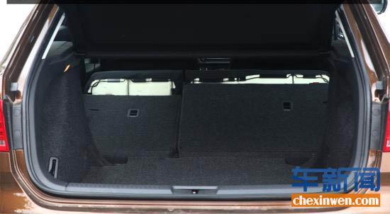 作为一款cross版本的车型,朗境的后备箱储物空间和朗行完全高清图片